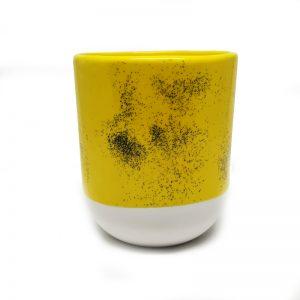 Taza color amarillo