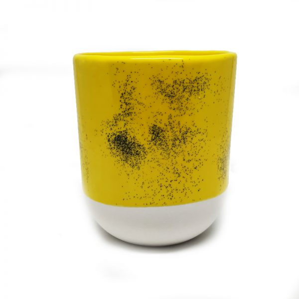 Taza color amarillo