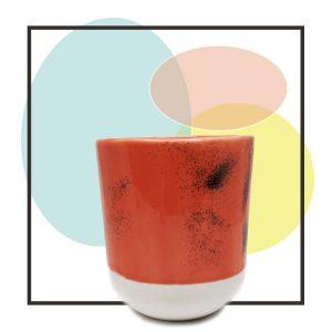 Taza hecha a mano color coral