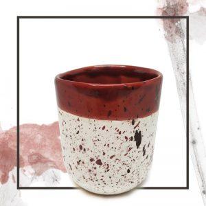Taza de barro artesanal