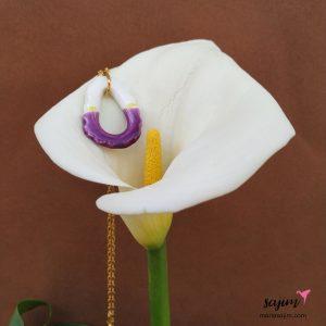 Colgante artesanal lila