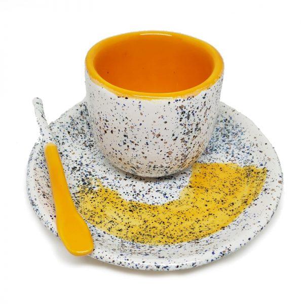 Taza de café hecha a mano naranja