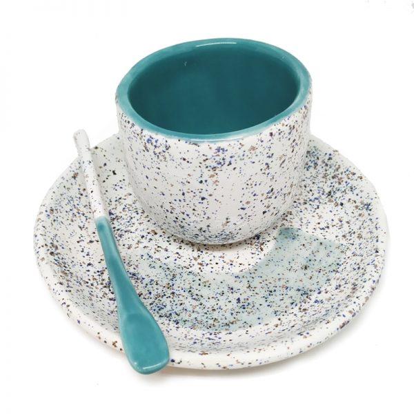 Taza de café hecha a mano turquesa